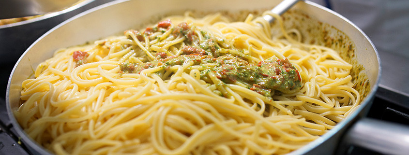 Durum-wheat pasta with pesto 02